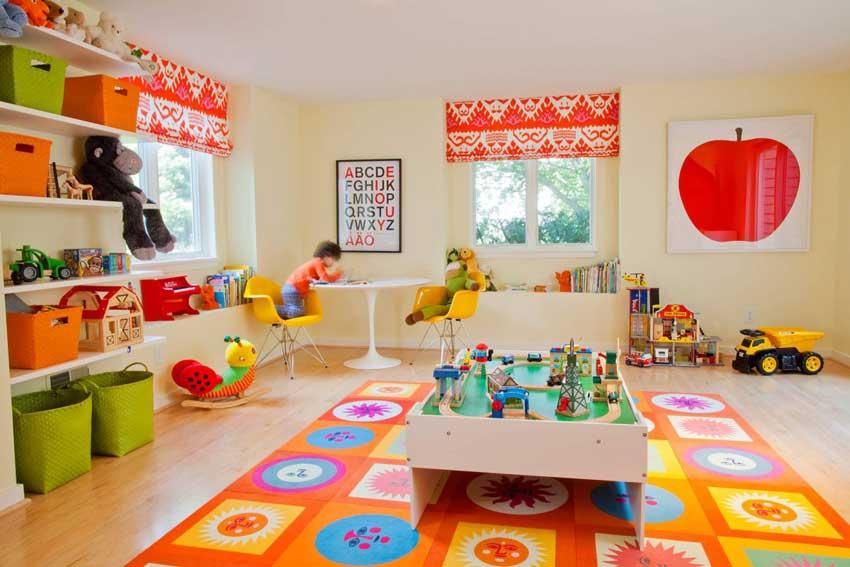 بازی کودک در آپارتمان