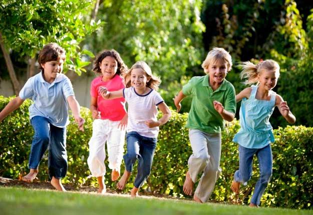 شادی کودکان در سبزه زار