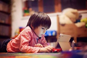 child-tablet01-300x200 سخت گیری بیش از حد ممنوع